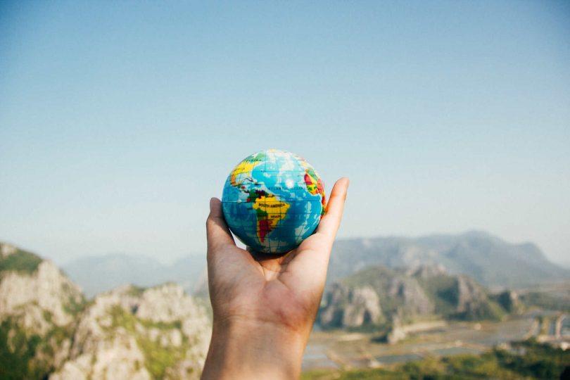 Globus na dlanu, slika: https://www.pexels.com
