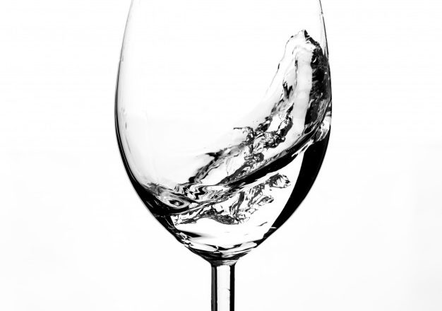 half-empty-glass-with-water-motion_89418-2289